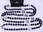 Chanel Black / White Pearl Necklace Replica #1